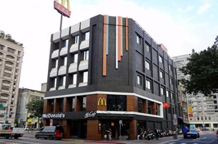 Bữa ăn cảm động của 2 bố con nhà nghèo tại cửa hàng McDonald