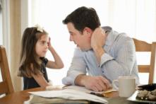 Khi con phạm lỗi, cha mẹ nên phê bình như thế nào?