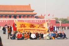 Vì sao có nhiều người nước ngoài đến Trung Quốc thỉnh nguyện về Pháp Luân Công?