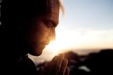 Nghiên cứu: Vì sao những người thường xuyên cầu nguyện có sức khỏe tốt hơn?