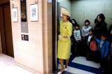 đi thang máy ở Nhật