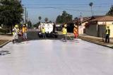 Los Angeles sơn phủ trắng CoolSeal làm mát đường phố