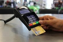 Dự thảo thẻ tín dụng không được rút quá 5 triệu đồng/ngày gây tranh cãi