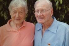 """""""Tâm linh tương thông"""": Hai cụ già kết hôn sau hơn 60 năm được gặp lại nhau"""