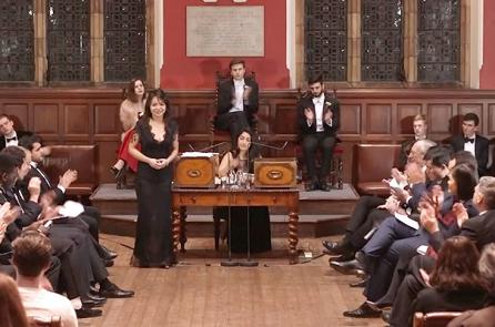 """Tranh biện Oxford Union: """"Có nên hy sinh thương mại vì nhân quyền?"""" – Anastasia Lin"""