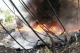 Cháy bãi phế liệu, hơn 500 học sinh phải nghỉ học khẩn cấp