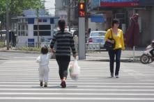Đi bộ sai quy định ở Trung Quốc, bạn sẽ tự động bị phạt và nêu danh trên phố