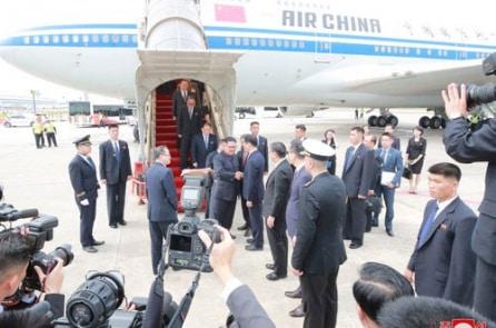 Vì sao Kim Jong-un luôn mang theo nhà vệ sinh riêng?