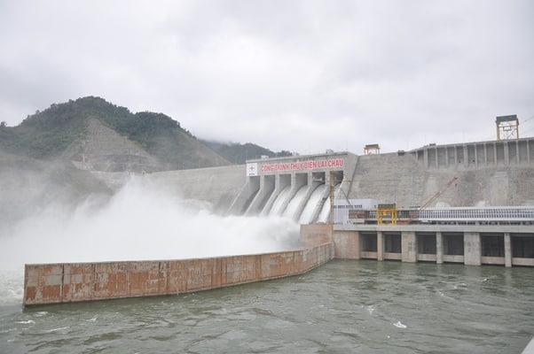 Thủy điện Lai Châu xả lũ 8.000 m3/s