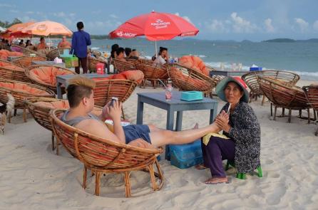 Trung Quốc thuê Sihanoukville, người dân Campuchia càng khó khăn