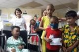 Hai nạn nhân vụ tai nạn thảm khốc tặng hơn 100 triệu đồng cho bệnh nhi nghèo