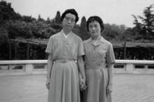 Hai người phụ nữ trong cuộc đời Mao tươi cười trước cái chết của Mao