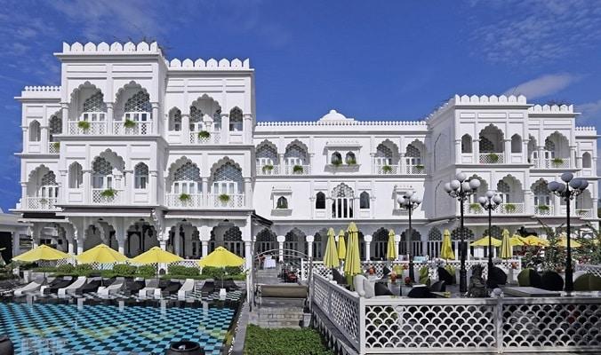 Chuyển quyền quản lý 2 tòa lâu đài của ông chủ Khaisilk