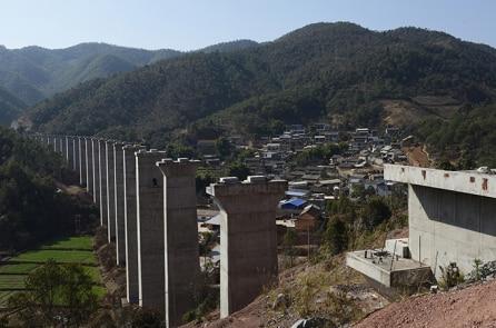 Đường sắt 6 tỷ đô và nguy cơ Lào sập bẫy nợ với Trung Quốc