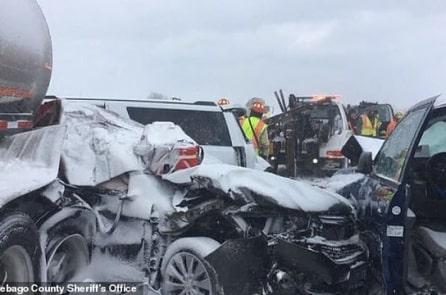 Vụ tai nạn nghiêm trọng nhất trong lịch sử bang Wisconsin: 131 chiếc xe trở thành sắt vụn