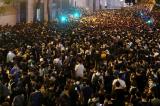 15 giờ bao vây trụ sở cảnh sát Hồng Kông kết thúc trong hòa bình