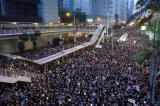 Bà Carrie Lam xin lỗi, không từ chức khi gần 2 triệu người biểu tình