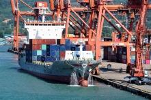 Hàng hóa Trung Quốc vận chuyển sang Campuchia để tránh thuế quan