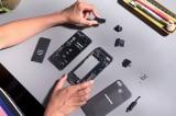 """Fairphone – chiếc điện thoại """"đạo đức"""" nhất thế giới có chứa những gì?"""