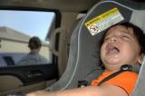Bị bỏ quên 9 tiếng trên xe đưa đón, bé 3 tuổi nhập viện cấp cứu