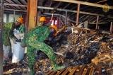 Ngày đầu tẩy độc kho Rạng Đông, thu gom 5 tấn phế thải độc hại