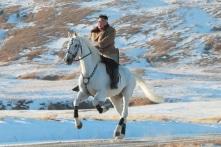 Cưỡi ngựa trắng trên núi thiêng Trường Bạch, Kim Jong-un sắp có 'hoạt động lớn'?