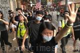 Bụng đói đứng ở tuyến đầu, cậu thiếu niên nguyện xả thân để bảo vệ Hồng Kông