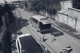 Đồng Nai: 3 học sinh bị rơi xuống đường khi đang ngồi trong xe đưa đón
