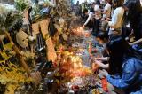 Đêm Halloween: Người Hồng Kông tưởng niệm 2 tháng sự kiện cảnh sát tấn công người dân