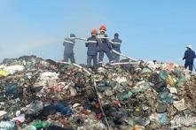 Bãi rác hàng chục nghìn tấn vẫn tiếp tục cháy