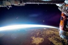 Video 4K: Sao chổi Neowise bay lên khỏi Trái Đất, nhìn từ trạm không gian